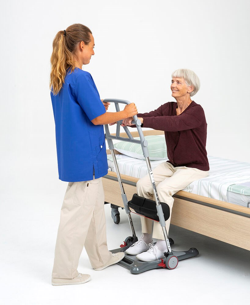Molift Raiser Pro - carer and user at hospital